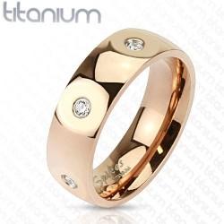 Titánium gyűrű CZ kristályokkal, arany bevonattal