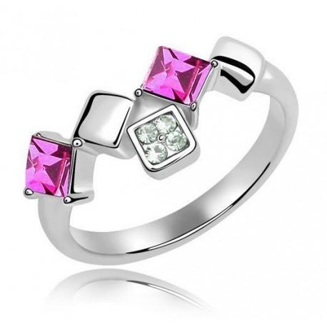 kristályos gyűrű Elegáns, négyzet alakú kövekkel díszített gyűrű