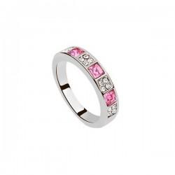 Egyedi kövekkel díszített elegáns gyűrű