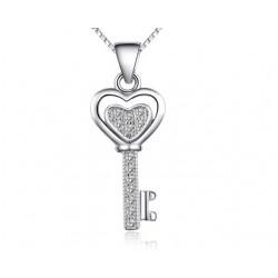 Ezüst kulcs medál kristályokkal