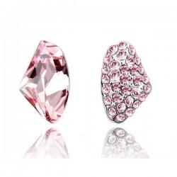 Asszimetrikus, rózsaszín kristályos fülbevaló
